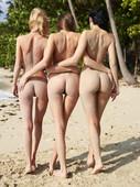 Anna-S-with-Angelica-%26-Paulina-Beach-Trio-%2828.04.2007%29-76ugiibb4t.jpg